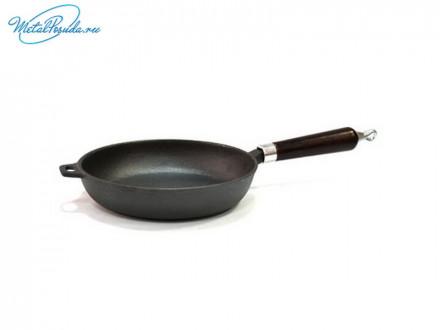 Сковорода 22 см чугунная с деревянной ручкой