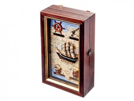Ключница декоративная на 4 крючка, дерево, стекло, 25х15х7см, с изображением корабля,