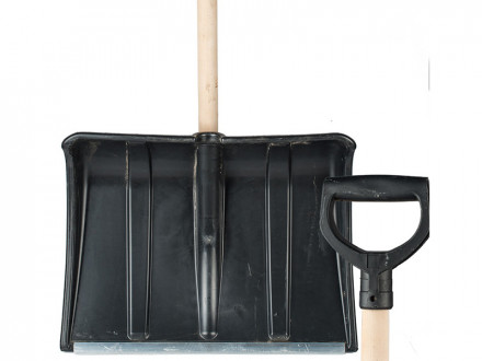 """Лопата снеговая  пластиковая  №4 500х375 """"ледо""""ф32  деревянный  черенок  с v-образной  ручкой"""